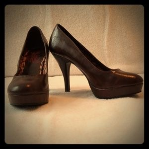 Unlisted by Kenneth Cole Brown Pumps